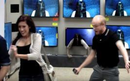 """Espeluznante broma de """"El Aro"""" asustó a clientes en una tienda"""