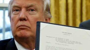 Donald Trump firmó la salida de Estados Unidos del TPP [VIDEO]