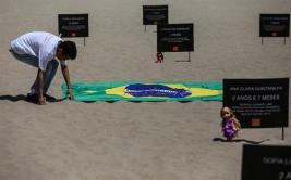 Brasil: Peluches en la playa como protesta por muerte de niños