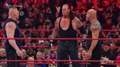 WWE: Undertaker sorprendió a Goldberg y Brock Lesnar en Raw