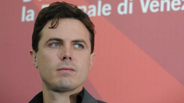 Sus críticos señalan que las conexiones en la industria de Casey lo han salvado de ser condenado por los medios y la sociedad (Foto: AFP)