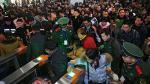 Miles abarrotan estaciones de tren por Año Nuevo Chino 2017 - Noticias de tren