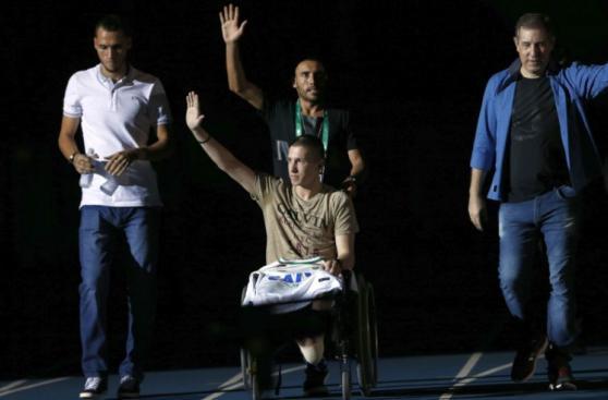 Chapecoense: emotivo homenaje a sobrevivientes en amistoso
