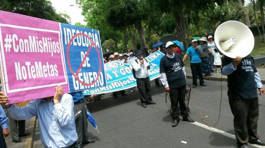 Marcha Con mis hijos no te metas bloqueó la Av. Javier Prado