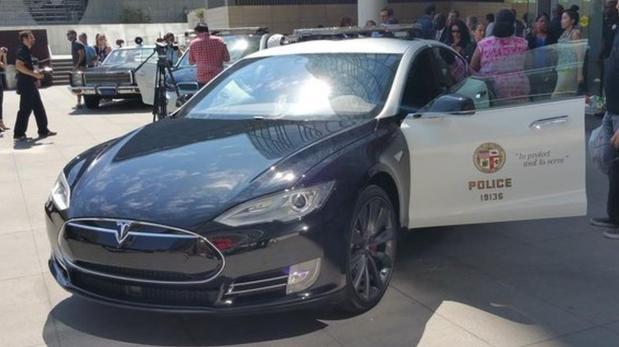 Policía de L.A. utilizará Tesla y BMW como patrullas eléctricas