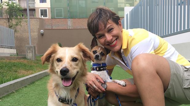 Asegura estar viva gracias a sus perros rescatados