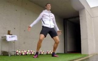 Cristiano Ronaldo entrenó su puntería tumbando drones [VIDEO]