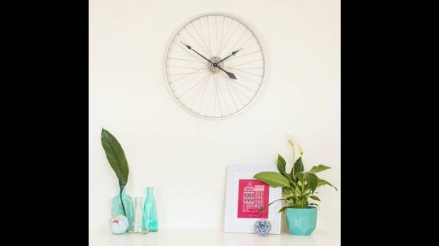 Ponte creativo y añade una rueda de bicicleta a tu decoración