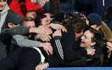 Conte celebró eufóricamente con el público tras gol del Chelsea