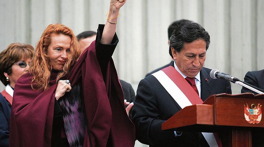 La presencia invasiva y a veces hostil de la primera dama Eliane Karp fue un factor de desaprobación para Alejandro Toledo. (Foto: El Comercio)