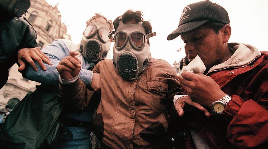 El 28 de julio del 2000, gaseado y alterado, Alejandro Toledo lideró la Marcha de los Cuatro Suyos. (Foto: El Comercio)