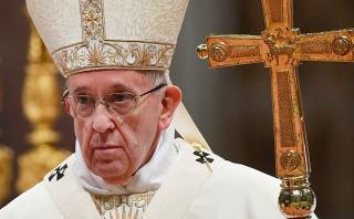 Francisco pide alejarse de difamación tras afiches en su contra