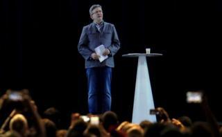 Candidato francés usa holograma para que lo represente en mitin