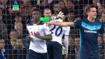 Víctor Valdés agredió a jugador de Tottenham y no fue expulsado - Noticias de victor valdes