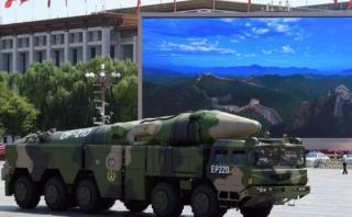 China presenta misil capaz de llegar a bases de EE.UU. en Asia