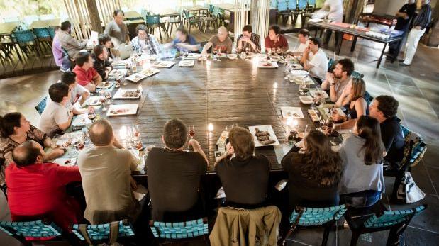 """Tabla de Picar: """"Mesa para compartir"""", por Catherine Contreras"""