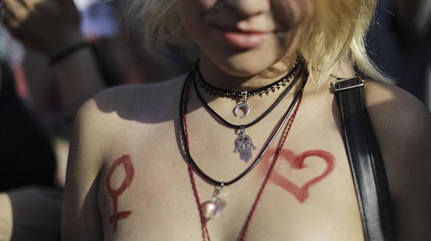 La protesta en topless tras censura en una playa en Argentina
