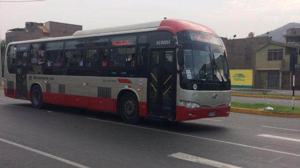 Buses del corredor fuera de su paradero. (Foto: WhatsApp El Comercio)