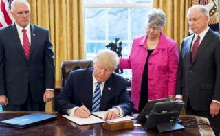 """Trump proclama """"nueva era de justicia"""" y combate a carteles"""