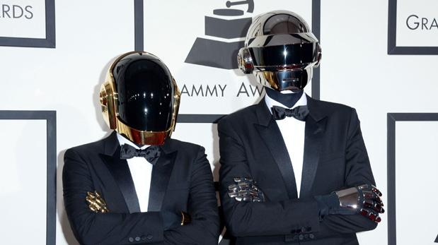 Los Daft Punk han confirmado su participación en la 59 edición de los premios Grammy. (Foto: Reuters)