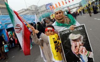 """""""Muerte a EE.UU."""": Celebración y protesta en aniversario iraní"""