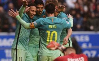 Barcelona goleó 6-0 al Alavés con doblete de Luis Suárez