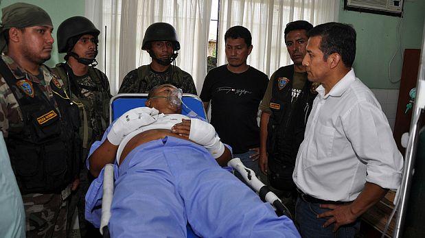 Humala junto a 'Artemio'. Al lado del ex presidente están los policías 'Bica' y 'René', artífices de la captura. (Foto: Sepres)