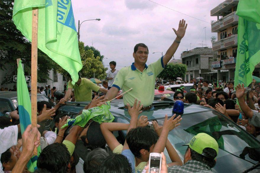 Ecuadorean presidential candidate Rafael Correa greets supporters during a rally in Guayaquil November 22, 2006. After losing in the first round vote, Correa has surged in polls to challenge banana tycoon Alvaro Noboa ahead of the November 26 run-off. EDITORIAL USE ONLY  REUTERS/Correa campaign/Handout (Ecuador)OPSE 2006NOV28 ECUADOR POLITICA ELECCIONES PRESIDENCIALES RAFAEL CORREA CANDIDATO2006NOV28 AFD