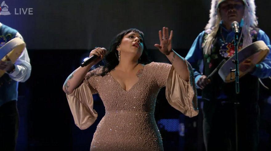 Carla Morrison cantó en la ceremonia no televisada de los Grammy. (Foto: Captura de pantalla)
