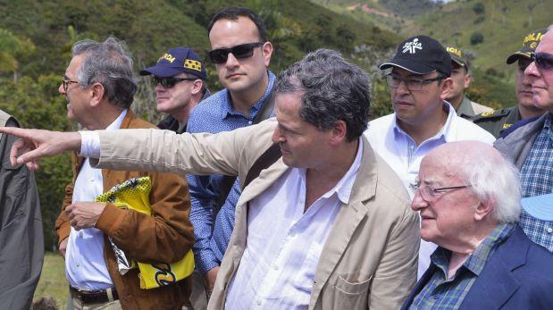 El presidente de Irlanda Michael Higgins en su visita a un punto de desarme de las FARC en Antioquia. (Foto: AFP)