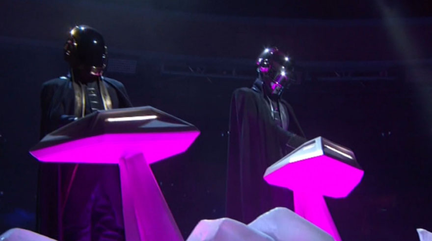Daft Punk en los Grammy. Tocaron junto a The Weeknd.