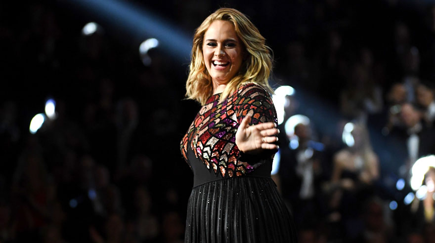 Adele inició la ceremonia de los Grammy 2017 cantando