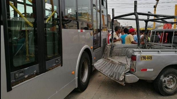 El conductor de la camioneta embestida por el Metropolitano sufrió lesiones leves. (Andina)