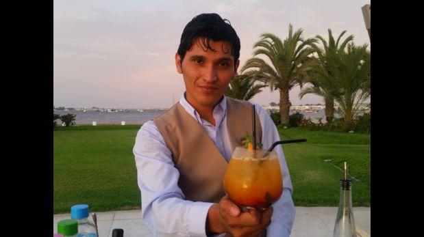 George Auques y coctel Paracas Tropical. (Foto: Catherine Contreras)
