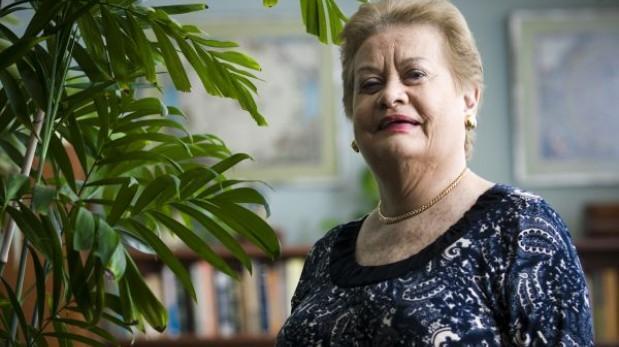 """Martha Hildebrandt: el significado de """"Luna polarizada"""""""