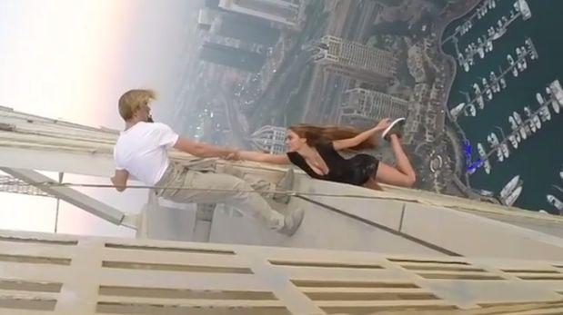 Modelo realiza arriesgada sesión de fotos en lo alto de Dubái