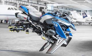 Olvídate de los baches: mira la moto voladora