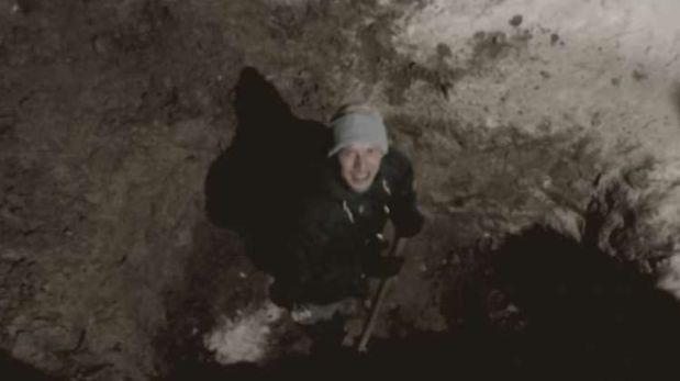 Ruso sale a la superficie tras pasar 24 horas bajo tierra
