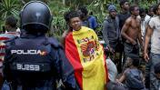 Cientos de migrantes entran a España forzando la valla de Ceuta