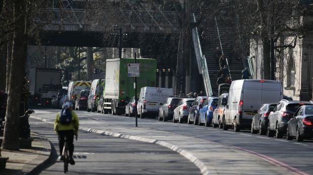 Londres le pone la cruz a los autos viejos ante contaminación