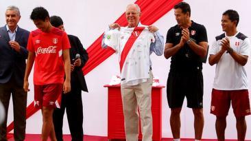 PPK visitó concentración de selección sub-17 que irá a Chile