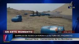 Camión dejó caer barriles de ácido a la altura de Pasamayo