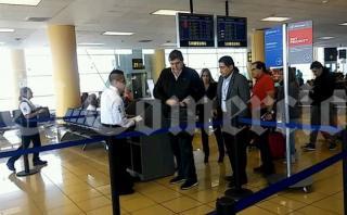 El ex presidente Alan García dejó el Perú rumbo a España