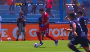 Arquero Viana se ganó aplausos al salir jugando con gran amague