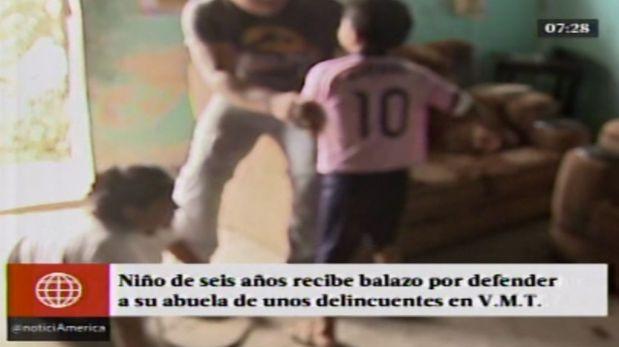 El pequeño niño fue herido de bala por tratar de defender a su abuela en su casa de VMT. (América TV)