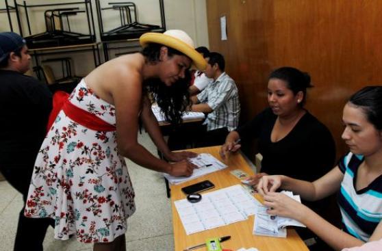 Ecuatorianos transgéneros ya votan según el género elegido