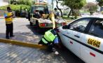 Mañana empieza retiro de carros mal estacionados en San Isidro