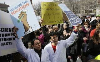 """Científicos protestan ante """"amenazas"""" a la ciencia en EE.UU."""