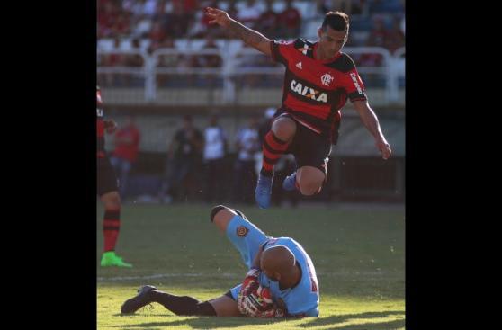 Con Guerrero y Trauco: las imágenes de la goleada de Flamengo
