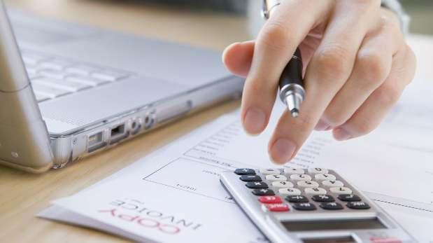 Las utilidades que le corresponde a cada trabajador difieren según los días trabajados y su remuneración anual.